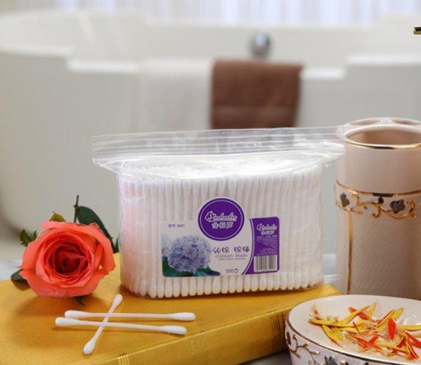 Item No:8001----300 Pcs Plastic Stick 100% Pure Cotton Buds Packed in PP Ziplock Bag