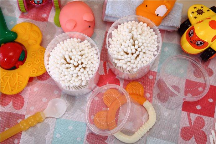 Item No: 4008------180 pcs paper   stick 100% pure cotton buds packed in PP can